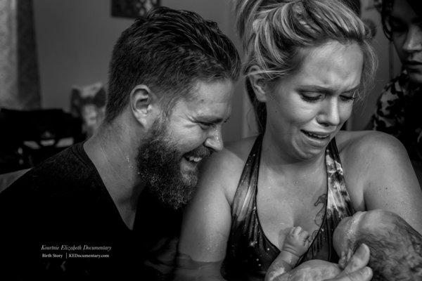 Xúc động những khoảnh khắc diệu kì của những ông bố khi lần đầu nhìn thấy con vừa chào đời - Ảnh 7.