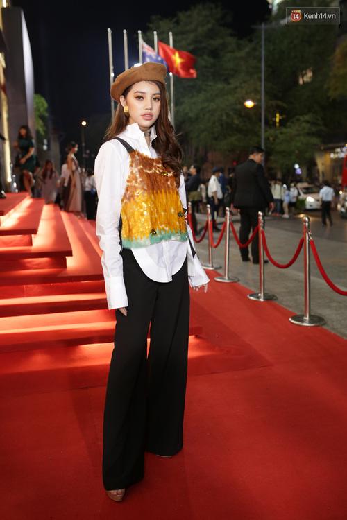 Angela Phương Trinh & Chi Pu quá đỗi sành điệu, công phá thảm đỏ sự kiện ra mắt H&M Việt Nam - Ảnh 7.