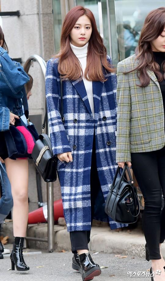 Áo khoác dáng dài năm nào cũng hot, nhưng để mặc đẹp và thật hợp mốt thì phải học tập các idol Hàn này - Ảnh 8.
