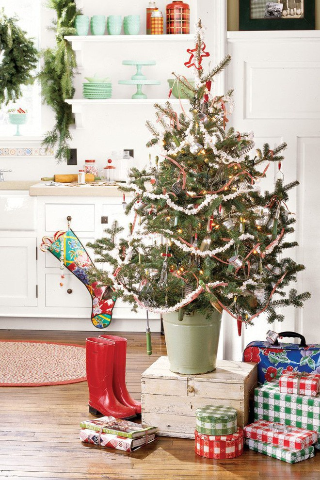 17 ý tưởng trang trí cây thông Noel mini đẹp, độc, lạ dành riêng cho nhà nhỏ  - Ảnh 7.