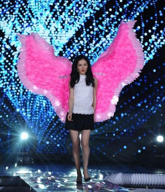 Hóa ra Dương Mịch, Angela Baby... đều đã từng đeo cánh ăn theo các thiên thần Victorias Secret và trổ tài catwalk - Ảnh 7.