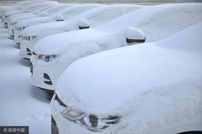 Mùa đông lạnh đóng băng cả quần ở Trung Quốc khiến nhiều người không thể tin nổi - ảnh 7