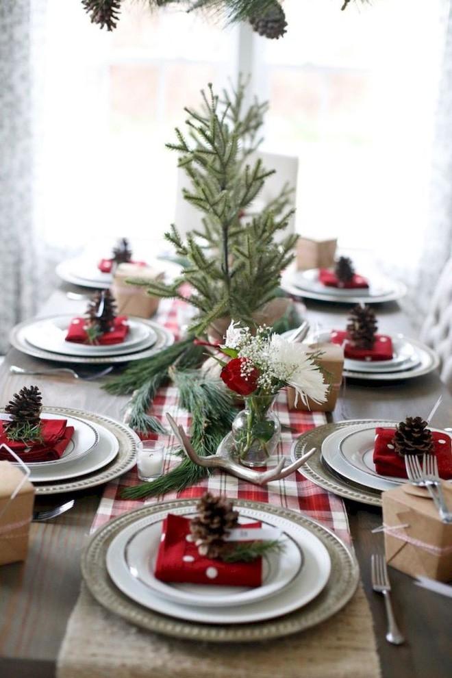 Trang trí bàn ăn thật lung linh và ấm cúng cho đêm Giáng sinh an lành - Ảnh 7.