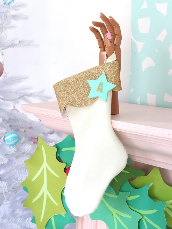 Trang trí nhà đón Noel bằng những chiếc tất - vừa lạ, vừa dễ thương, vừa dễ làm - Ảnh 7.