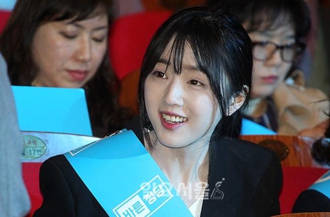 Bố tham gia tranh cử Tổng thống Hàn Quốc, nhưng dư luận lại chỉ tập trung vào cô con gái xinh đẹp - Ảnh 8.
