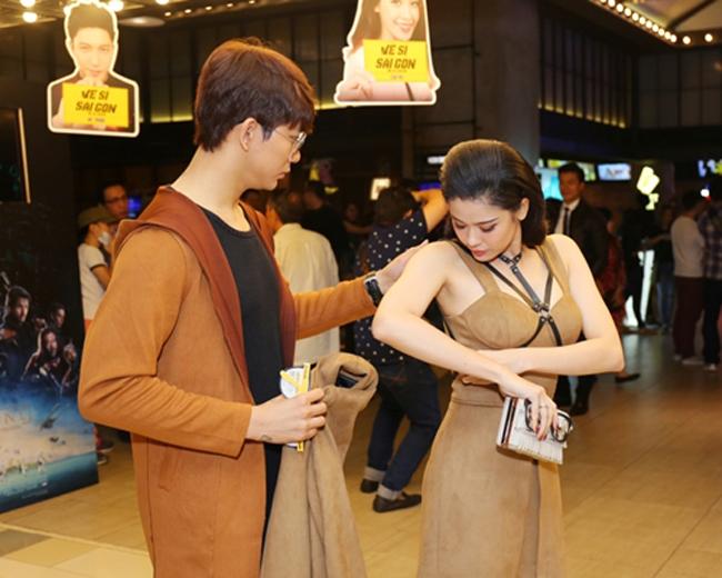 Không chỉ mặc ton-sur-ton, Tim và Trương Quỳnh Anh còn thích chăm chút quần áo trên thảm đỏ cho nhau - Ảnh 8.