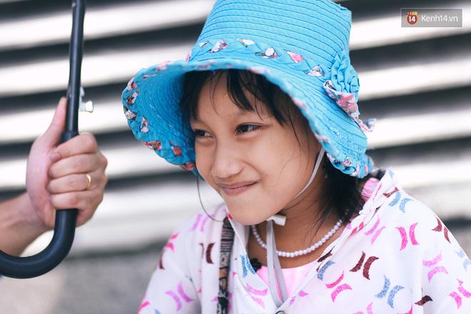 Nhiều người hỗ trợ chỗ học và tặng sách vở miễn phí cho cô trò nhỏ của anh nhân viên ngân hàng - Ảnh 9.