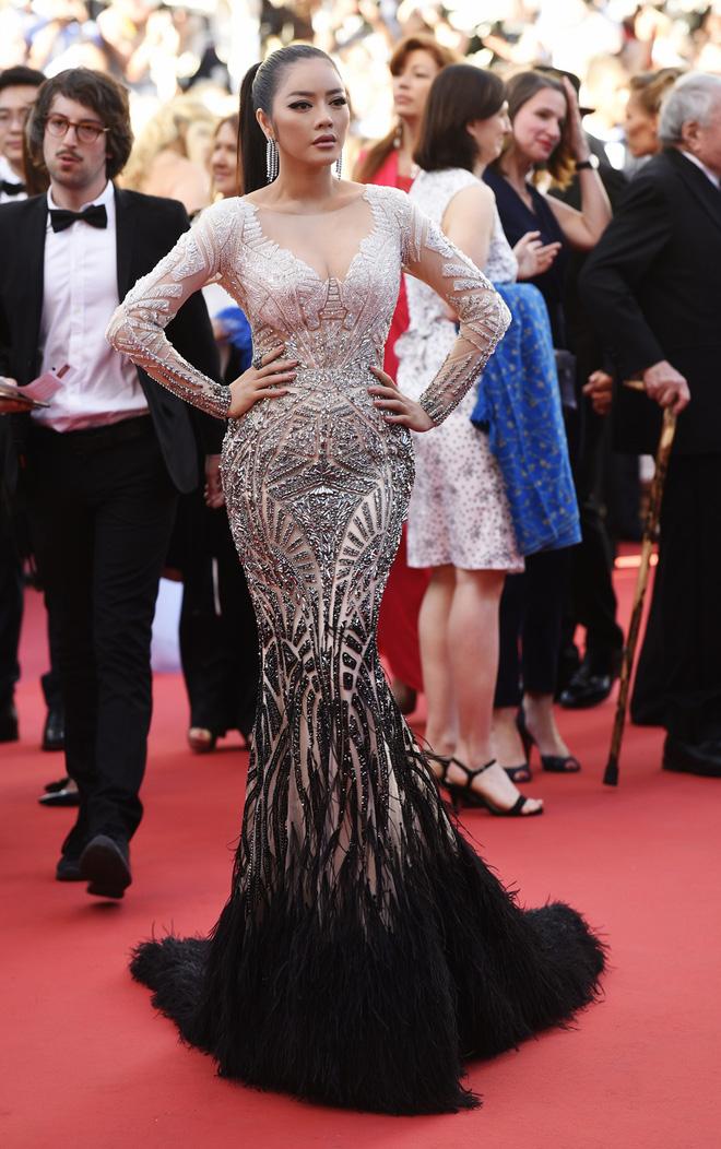 Diện thiết kế Việt, Lý Nhã Kỳ xuất sắc hóa Nữ hoàng Cleopatra trên thảm đỏ LHP Cannes ngày 4 - Ảnh 8.