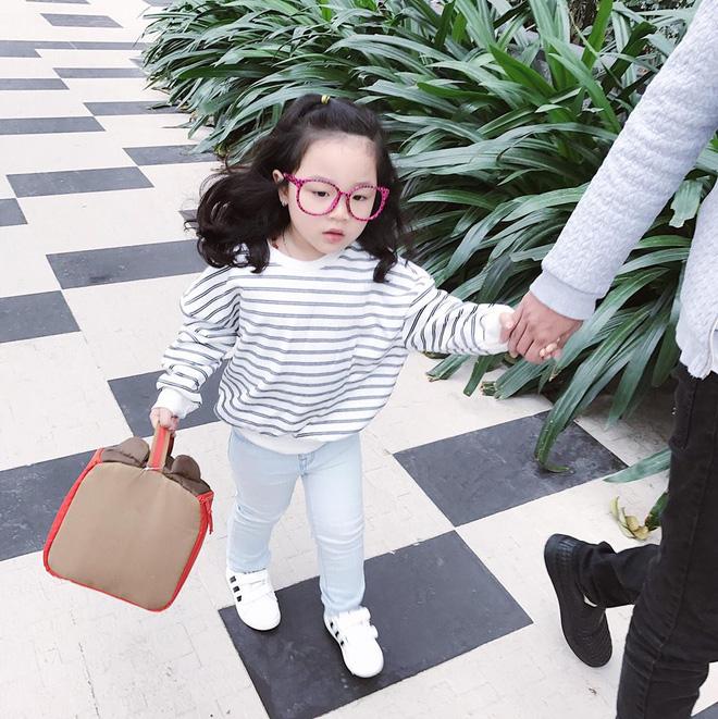Ai cũng tan chảy khi thấy bé gái xinh xắn bật khóc vì bố dám nhếch mắt nhìn con - Ảnh 8.