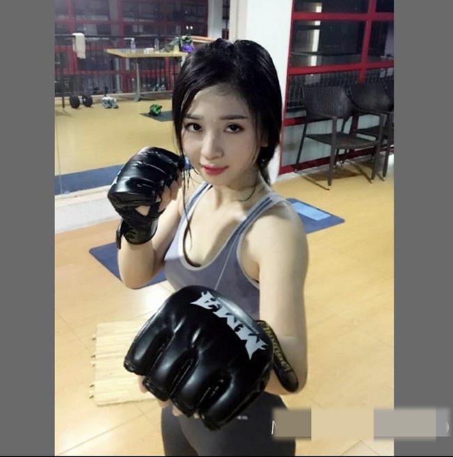 Khác với nhiều cô gái ưa điệu đà, làm đẹp, Bông Trần lại gắn liền với hình ảnh đấm bốc, múa võ, tập gym.