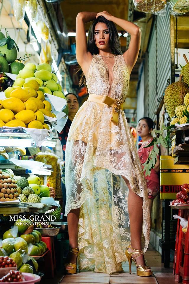 Lỗi thời trang của dàn thí sinh Miss Grand International: Người khoe hai lưng, người diện đầm như đồ cũ 10 năm trước - Ảnh 8.