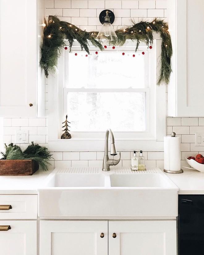 Mang không khí Giáng sinh đến từng khung cửa sổ nhà bạn với hàng loạt ý tưởng trang trí sáng tạo - Ảnh 8.