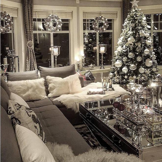 Những kiểu trang trí phòng khách đậm chất Giáng sinh nhìn đã thấy an lành - Ảnh 8.