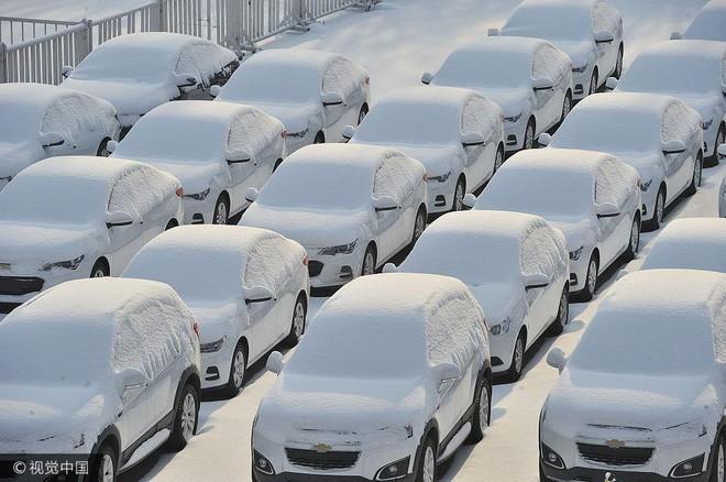 Mùa đông lạnh đóng băng cả quần ở Trung Quốc khiến nhiều người không thể tin nổi - ảnh 8