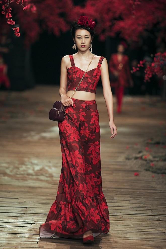 Đến tận ngày cuối cùng của năm 2017, Hoa hậu Kỳ Duyên vẫn phá đảo show diễn của NTK Đỗ Mạnh Cường - Ảnh 8.