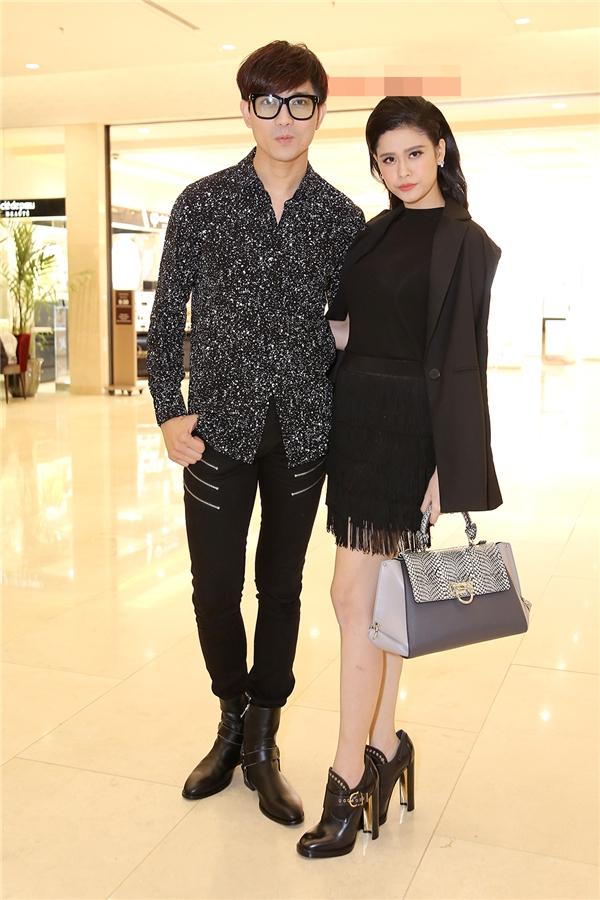 Không chỉ mặc ton-sur-ton, Tim và Trương Quỳnh Anh còn thích chăm chút quần áo trên thảm đỏ cho nhau - Ảnh 9.