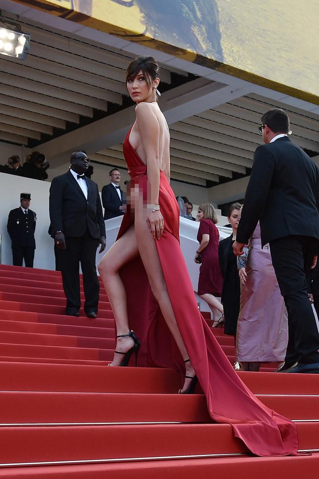 Lại diện váy xẻ ngút ngàn đến Cannes, và lần này Bella Hadid không tránh được tai nạn - Ảnh 9.