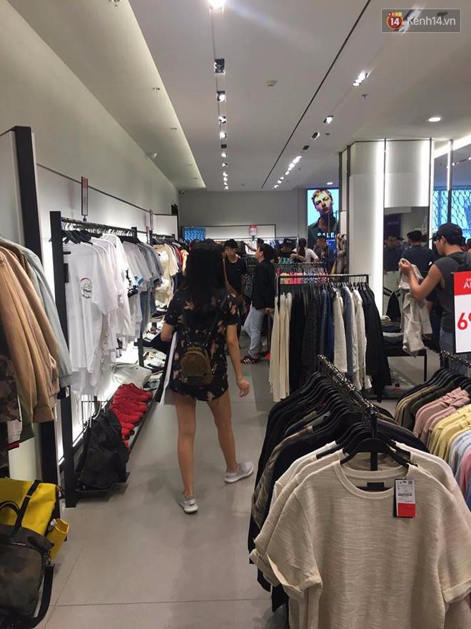 Store Zara ở Sài Gòn chật cứng người mua sắm trong ngày sale đầu tiên - Ảnh 10.