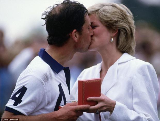 Trước những bi kịch hôn nhân, Công nương Diana và Thái tử Charles từng có một cuộc tình hạnh phúc - Ảnh 12.