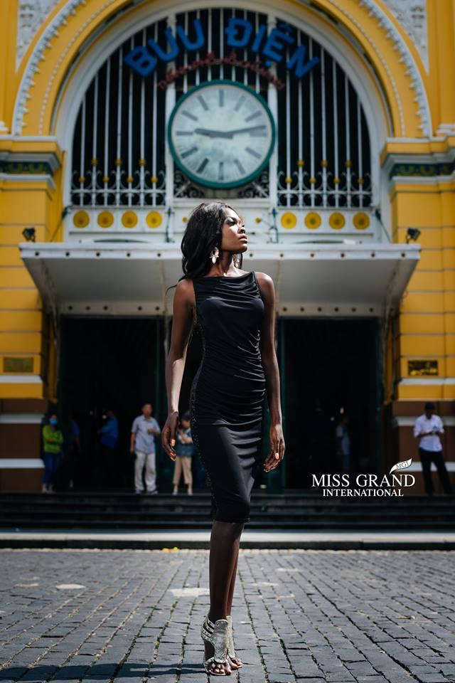 Lỗi thời trang của dàn thí sinh Miss Grand International: Người khoe hai lưng, người diện đầm như đồ cũ 10 năm trước - Ảnh 9.