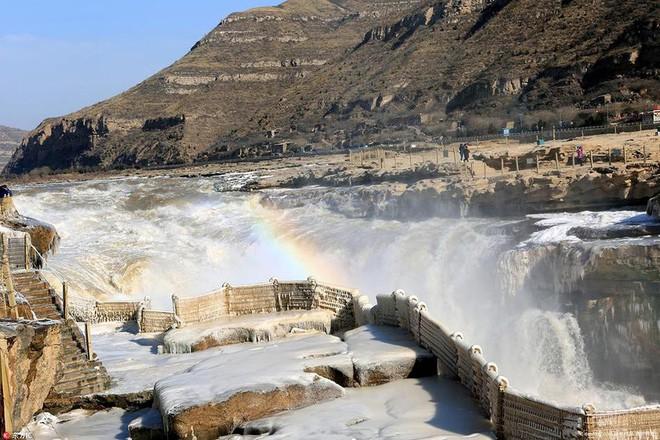 Mùa đông lạnh đóng băng cả quần ở Trung Quốc khiến nhiều người không thể tin nổi - ảnh 9