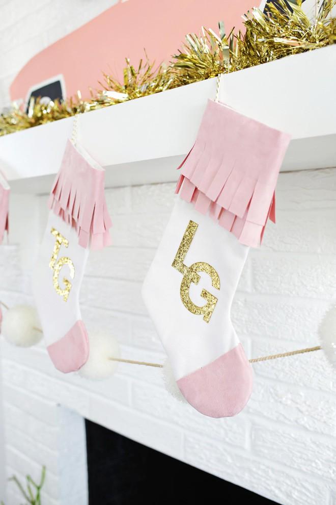 Trang trí nhà đón Noel bằng những chiếc tất - vừa lạ, vừa dễ thương, vừa dễ làm - Ảnh 9.
