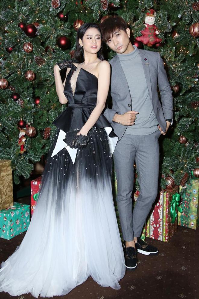 Không chỉ mặc ton-sur-ton, Tim và Trương Quỳnh Anh còn thích chăm chút quần áo trên thảm đỏ cho nhau - Ảnh 10.