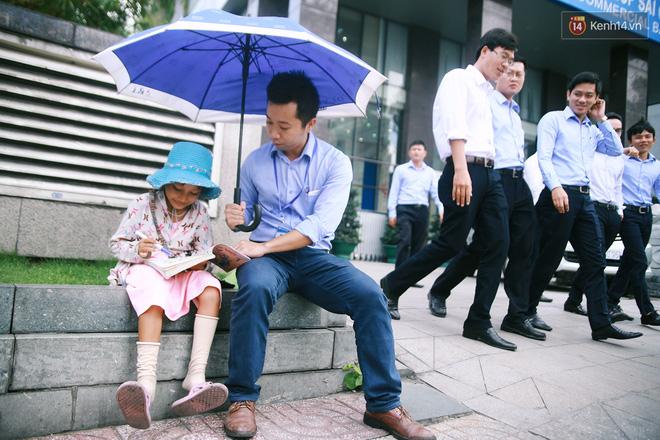 Nhiều người hỗ trợ chỗ học và tặng sách vở miễn phí cho cô trò nhỏ của anh nhân viên ngân hàng - Ảnh 11.