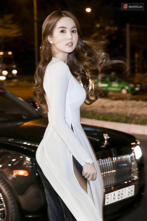 Cũng là áo dài trắng, nào ngờ Ngọc Trinh tóc ngắn lại xinh đẹp bội phần xưa kia - Ảnh 10.
