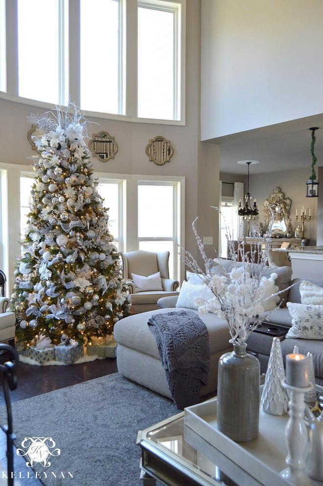 Những kiểu trang trí phòng khách đậm chất Giáng sinh nhìn đã thấy an lành - Ảnh 9.