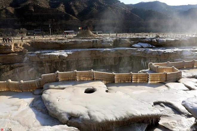 Mùa đông lạnh đóng băng cả quần ở Trung Quốc khiến nhiều người không thể tin nổi - ảnh 10