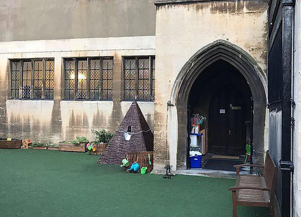 Ngôi trường mầm non danh tiếng phải đăng kí từ lúc mới chào đời, nơi công chúa Charlotte sẽ theo học - Ảnh 3.