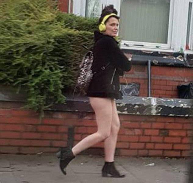 """Đang yên đang lành, người phụ nữ bỗng dưng bị bắt vì """"không mặc đồ ra đường"""" - Ảnh 1."""