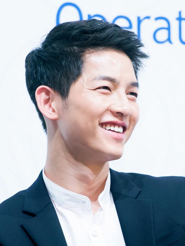 Song Joong Ki đẹp từ thần thái đến phong cách thế này, hạ gục được Song Hye Kyo cũng là điều hiển nhiên - Ảnh 1.