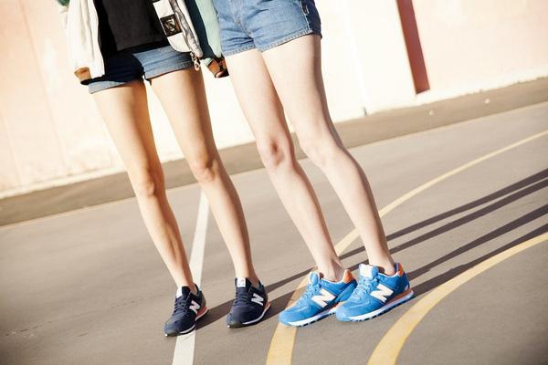 Dù ngoài kia có la liệt những thiết kế mới, thì phái đẹp vẫn luôn mê mệt 5 đôi sneaker này - Ảnh 26.