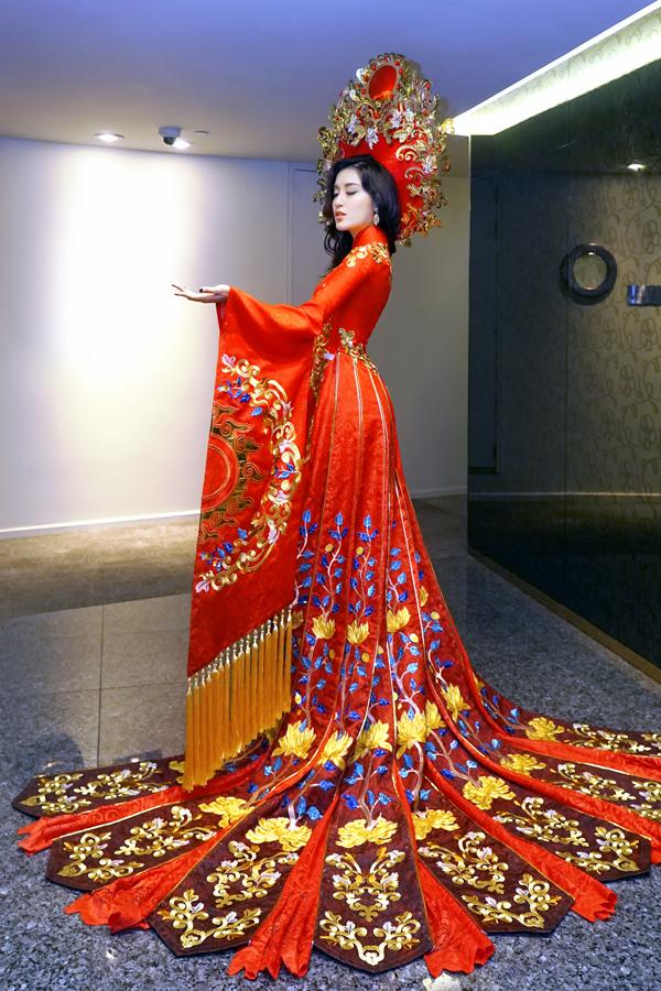 Á hậu Huyền My hé lộ bộ quốc phục nặng 30kg sẽ trình diễn tại Miss Grand International 2017 - Ảnh 1.