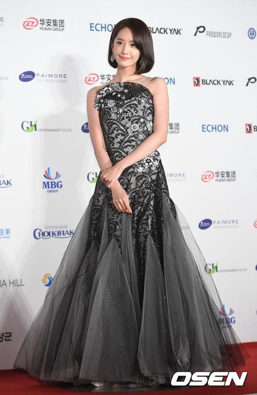 Yoona sụt giảm phong độ nữ thần với bộ đầm như nuốt chửng vòng eo - Ảnh 7.