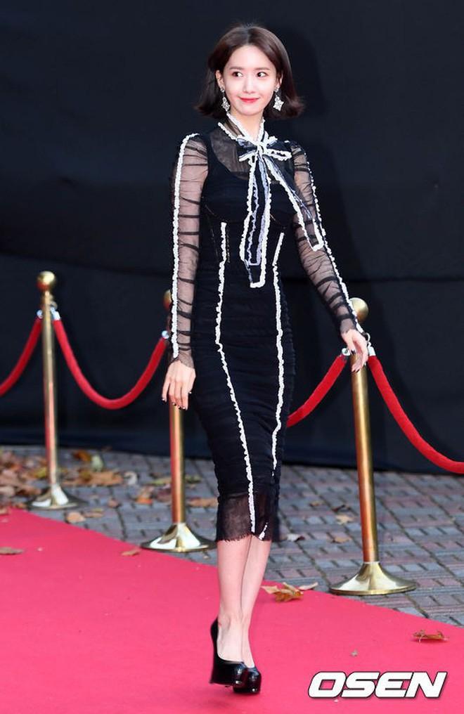 Yoona sụt giảm phong độ nữ thần với bộ đầm như nuốt chửng vòng eo - Ảnh 9.