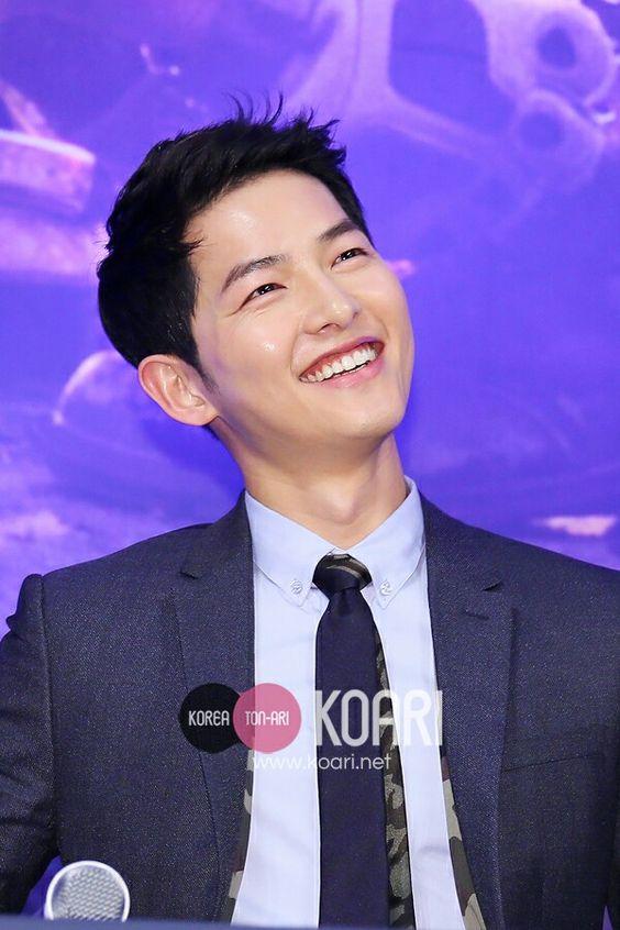 Song Joong Ki đẹp từ thần thái đến phong cách thế này, hạ gục được Song Hye Kyo cũng là điều hiển nhiên - Ảnh 2.