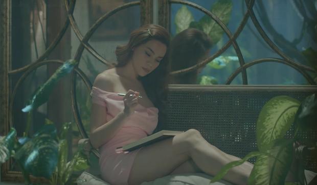 Vừa ra mắt, nhưng 2 MV ca nhạc này đã cân cả showbiz Việt về khoản đầu tư trang phục - Ảnh 4.