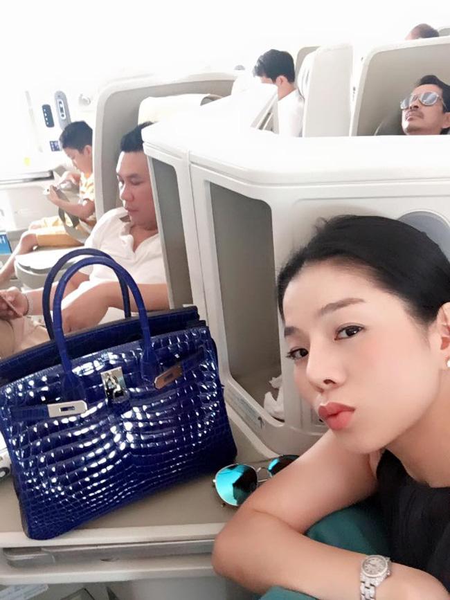 Những người đẹp Việt rất trung thành với một hãng túi hiệu - Ảnh 58.