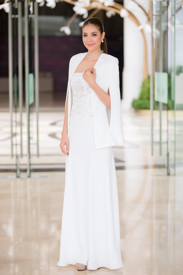 Từ mờ nhạt về nhan sắc lẫn phong cách thời trang, phải mất tận 7 năm Phạm Hương mới có chỗ đứng trong Vbiz - Ảnh 34.
