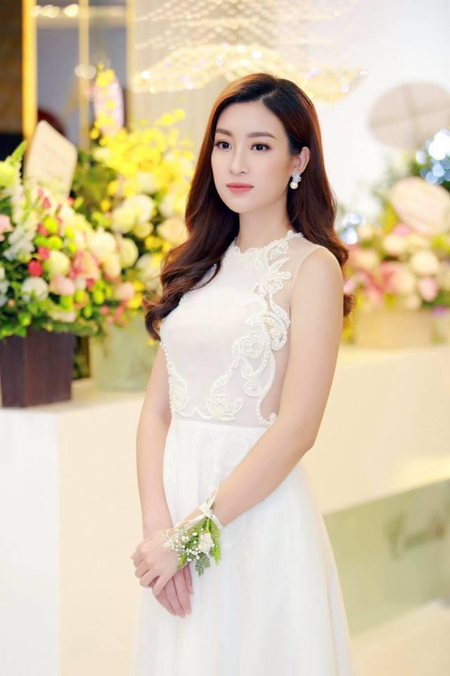 Giật mình khi thấy Hoa hậu Đỗ Mỹ Linh trang điểm đậm đến mức già chát thế này - Ảnh 4.