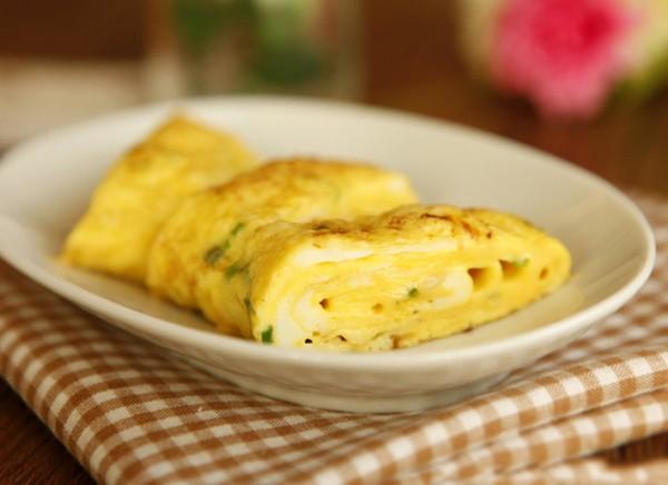 Đừng sợ, cứ mạnh tay đổ rượu vào trứng rồi rán lên, trứng chỉ có gọi là thơm phưng phức - Ảnh 2.
