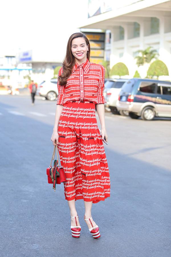 Những người đẹp Việt rất trung thành với một hãng túi hiệu - Ảnh 17.