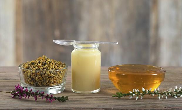 8 lợi ích tuyệt vời của sữa ong chúa đối với sức khỏe, mùa đông này chị em hãy trang bị ngay - Ảnh 3.