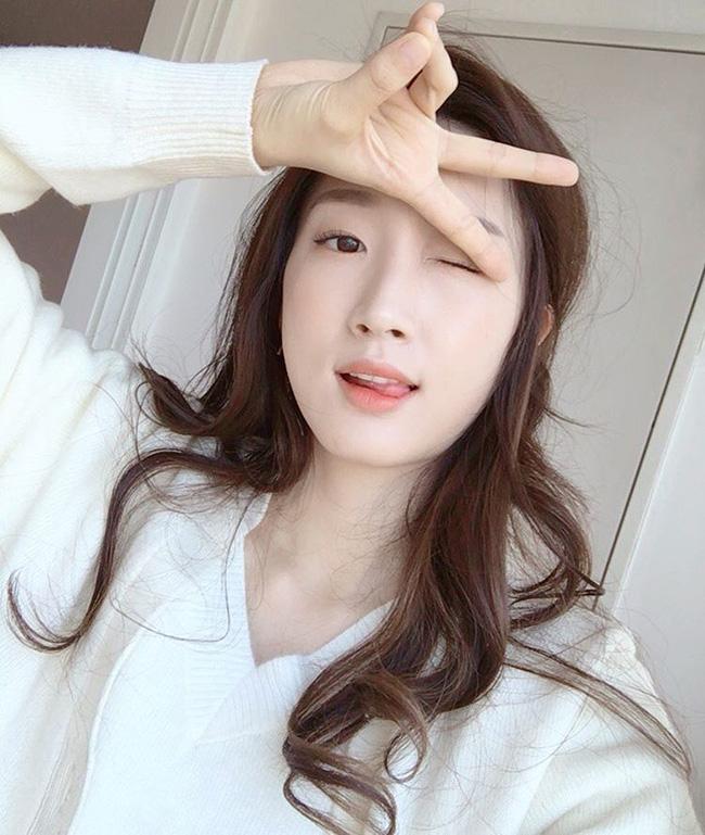 Muốn trang điểm đẹp chuẩn Hàn Quốc thì theo dõi ngay 5 cô nàng Beauty Blogger này - Ảnh 9.