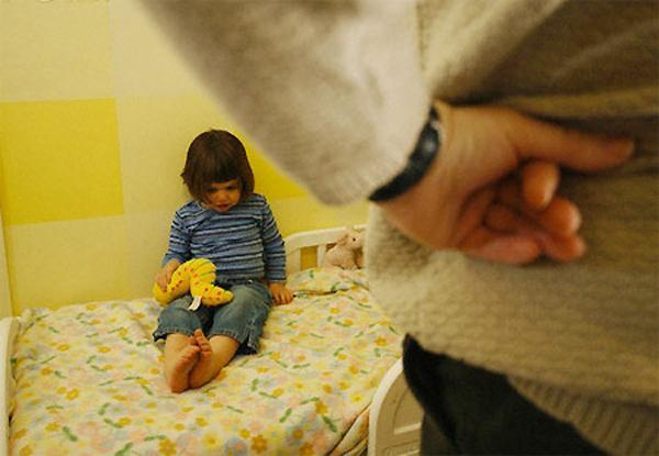 Dù có tức giận cỡ nào, cha mẹ không được đánh con trong 3 độ tuổi này - Ảnh 1.