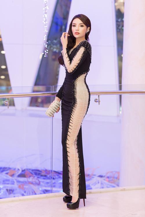 Dáng đẹp là thế, nhưng Kỳ Duyên lại bị chiếc váy này dìm không thương tiếc - Ảnh 1.