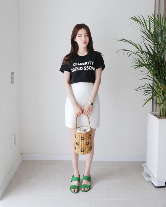 Thử kết hợp chân váy cùng áo phông: tưởng không hợp mà hợp không tưởng - Ảnh 3.